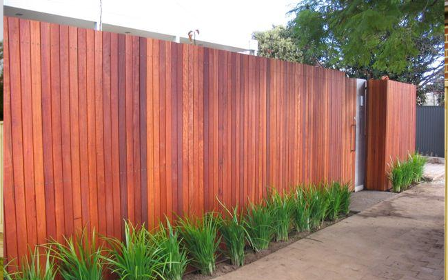 Wood timber fencing steel pool fencing brisbane for Pool fence design qld